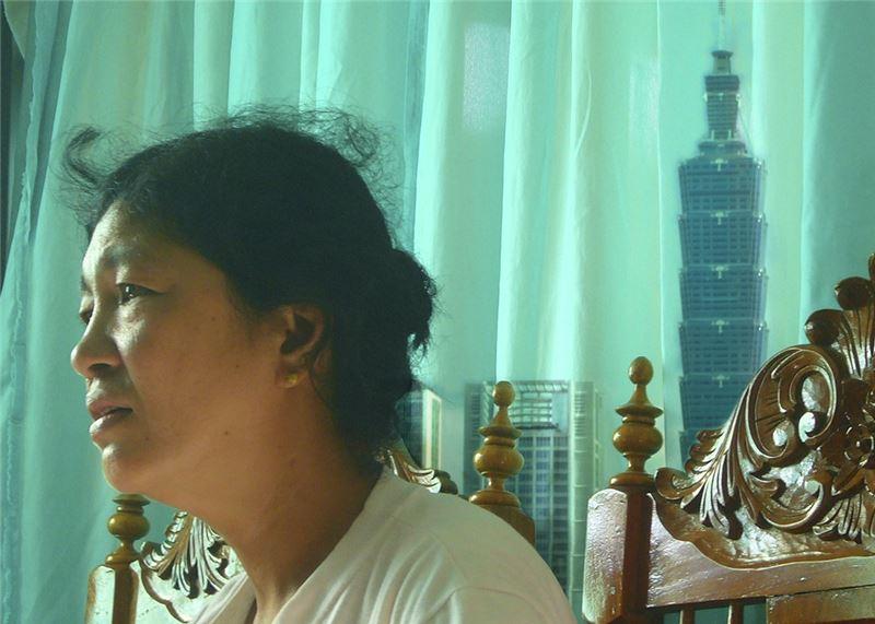 《麵包情人》為李靖惠導演〈家國系列紀錄片〉終曲。本片拍攝歷時13年,導演橫跨台灣與菲律賓兩國,拍下菲媽樂觀的態度、生命的韌性,也展露出拍攝者與被拍攝者之間建立的深厚情誼。