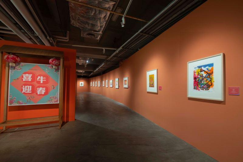 國立臺灣美術館「第36屆版印年畫『喜牛迎春-牛年年畫』特展」創作題材廣泛又多元,展現欣欣向榮、國泰民安、吉利長壽、幽默趣味等氛圍,與大眾一同分享年節普天同慶的歡樂氣息。
