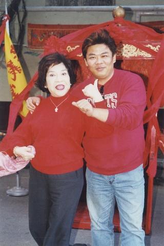 周遊與兒子馮凱合作連續劇「飛龍在天」