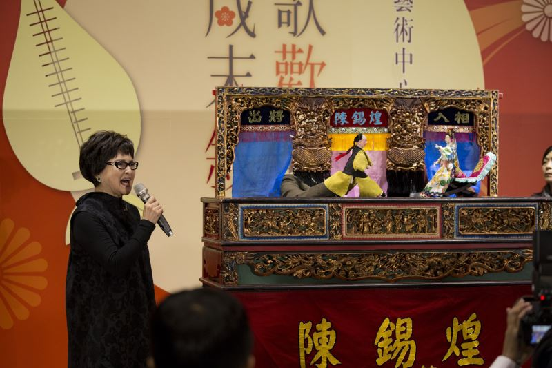 Taiwanese opera artist Wang Jin-ying (left) and puppet master Chen Hsi-huang.