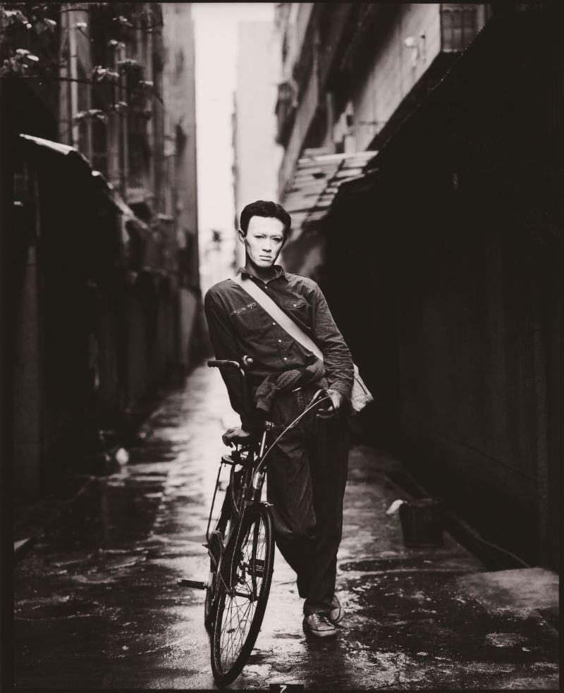 謝春德,《時代的臉》系列:金士傑,1976,明膠銀鹽相片,_51.5__×_41.5_cm,國立臺灣美術館典藏。