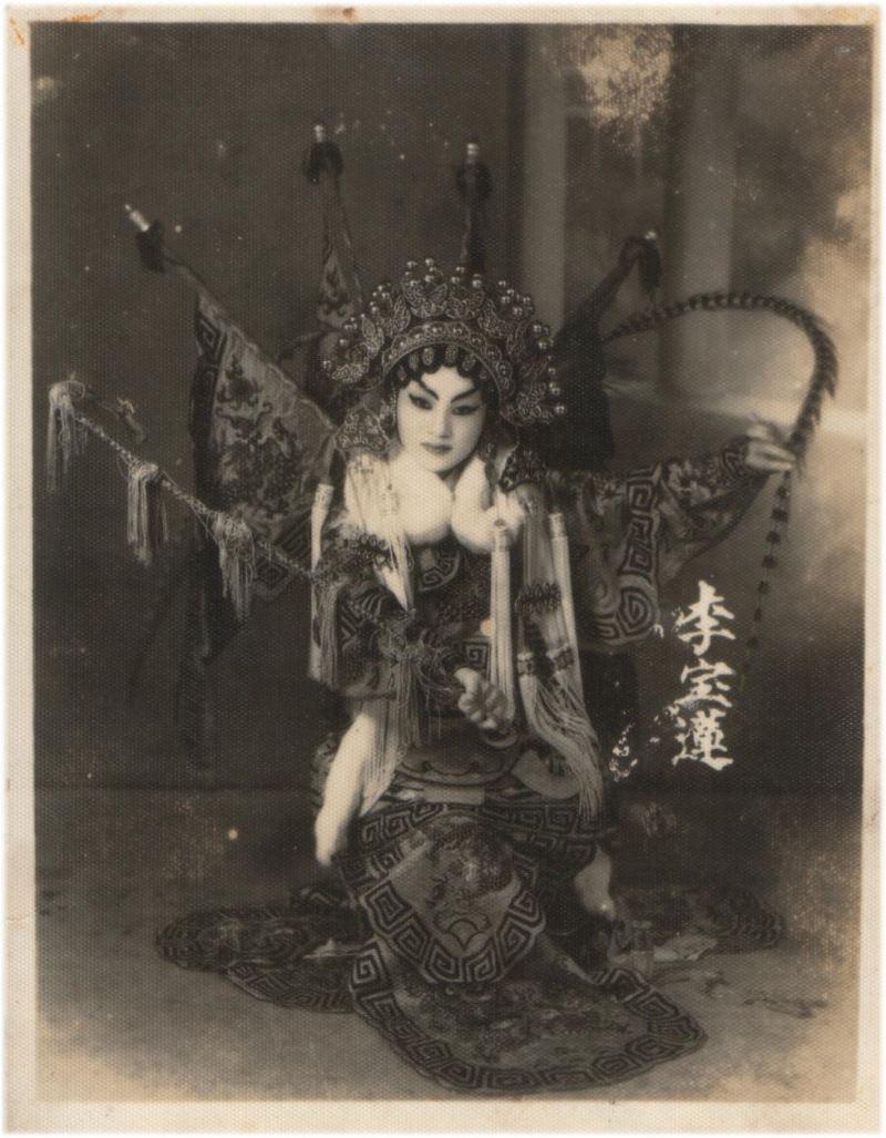 1920年代,臺灣興起「京班」風潮,為臺灣女性學習戲曲以及登台演出拉開序幕。