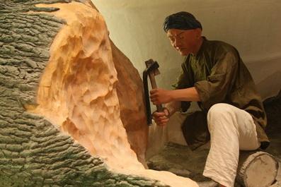 晚清,從樟樹提煉出來的樟腦在國際市場上大受歡迎,帶動臺灣丘陵地區採樟事業的發展,讓漢人聚落分佈逐漸從平原向丘陵及山區發展。