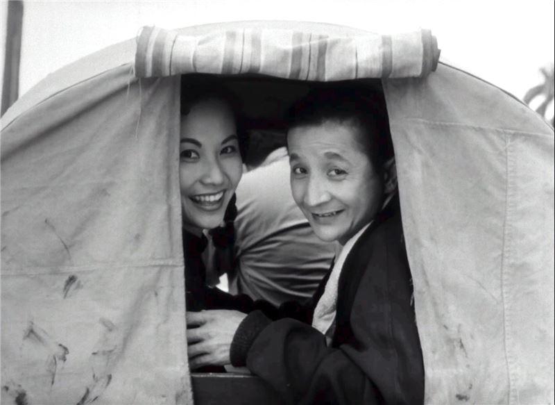 李行導演首部編導的台語喜劇片,玩鬧嘻笑間,遍覽1950年代台灣各處風光。
