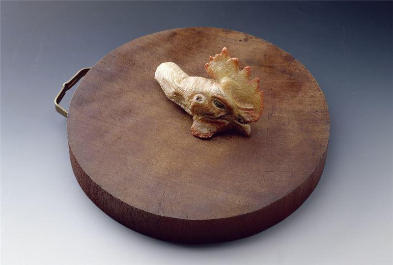 吳瑪悧〈目擊者〉1991 砧板、蠟 32×32×13 cm