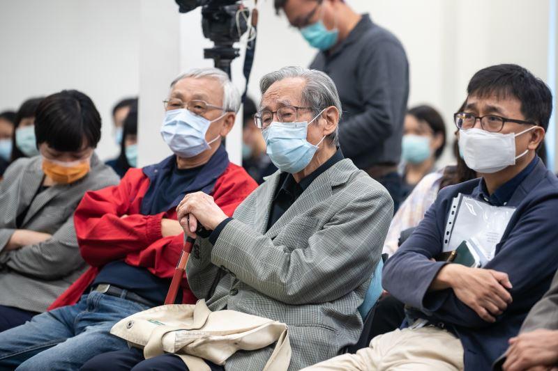 圖2  五O年代受難者蔡焜霖前輩(右二)、七O年代受難者陳欽生前輩(左二) 出席活動。