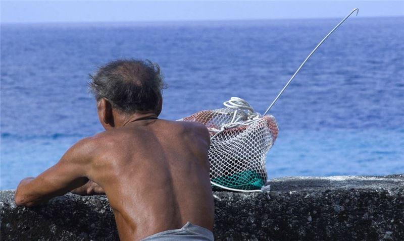 蘭嶼少年洛馬比克有著高超的捕魚技術。