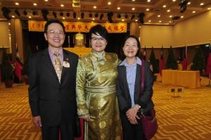蒙藏委員會蔡委員長與本會廖董事長(左)、徐秘書長(右)合影