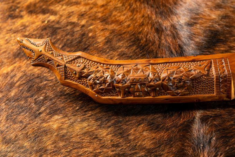 將傳統的部落圖騰運用在刀具上,是布拉鹿樣的特色。