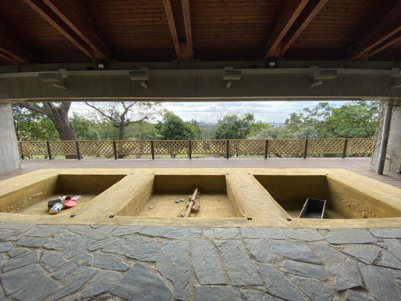 卑南遺址公園考古學習教室設置仿考古遺址發掘坑意象所設計的沙坑