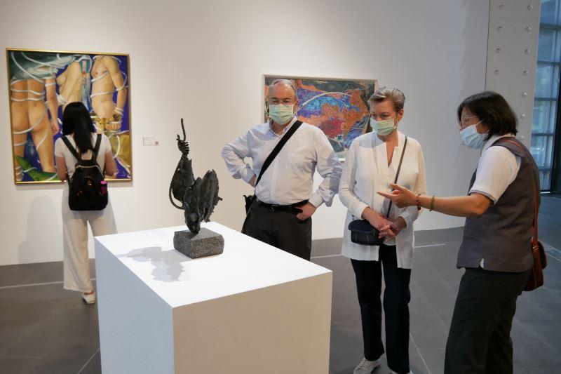 俄羅斯駐台代表白樂賢伉儷參訪國美館