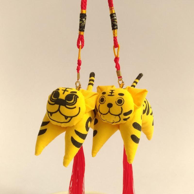 虎仔香為西拉雅族代表植物月桃葉(虎仔花)與漢人端午配戴香包的習俗結合而來,造型多為老虎,故稱虎仔香。