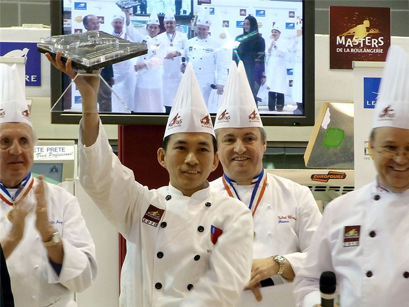 "In 2010 Wu Baochun (center) won the title ""Master Baker"" in France's Coupe Louise Lesaffre Baking Competition. (Source: Central News Agency)"
