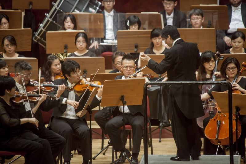 指揮水藍與國臺交合作演出(攝於2017年7月1日國家音樂廳)