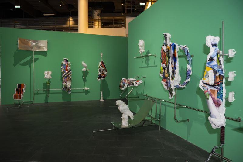藝術家姚培鑫於國美館「禽獸不如─2020台灣美術雙年展」展出作品