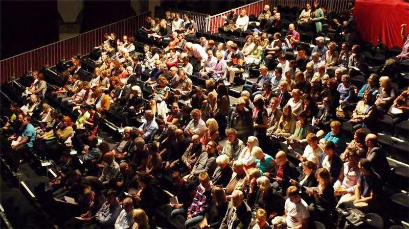 演出前觀眾就坐盛況