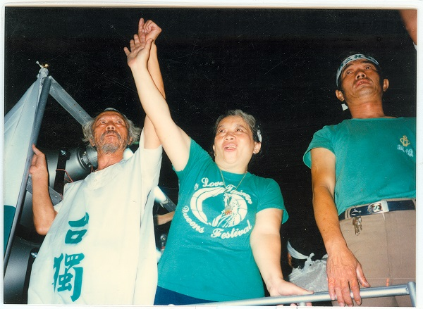 在戒嚴時期的臺灣,又是什麼樣的愛,可以讓曾親歷二二八事件的人權醫師田朝明與孟淑兩人冒死援救素昧平生的政治犯?