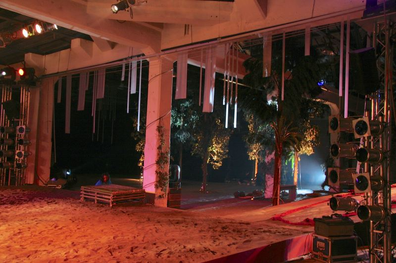 《Miling'an米靈岸》將舞台及觀眾席模擬成山中環境讓觀眾彷彿在山林中觀賞演出。