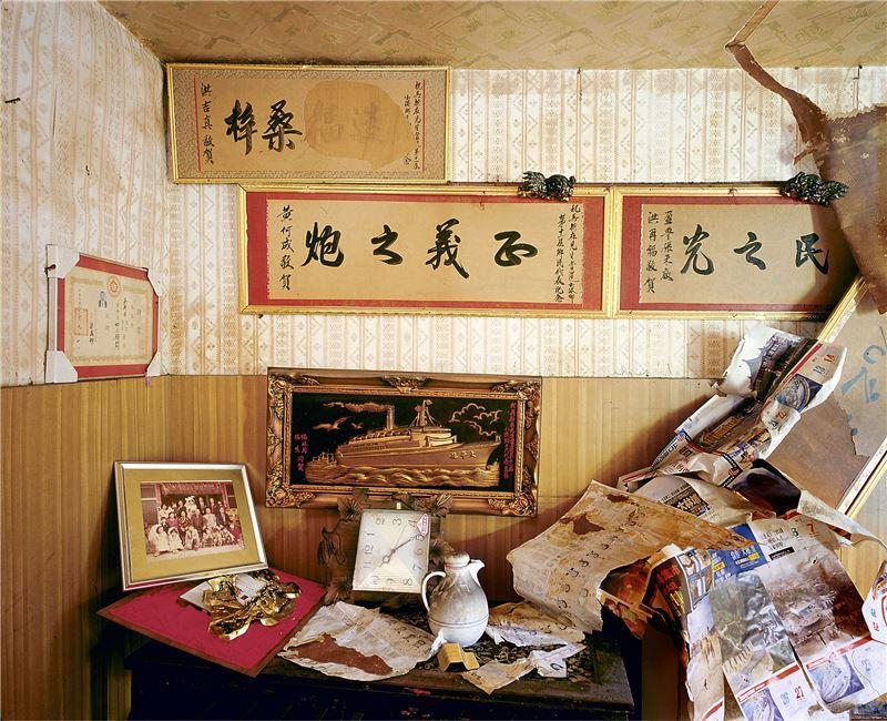 CHEN Po-I〈Remains(No.93, Haishan 3rd Rd., Hongmaogang, Kaohsiung City - Wu Quan's house-I)〉2006 Lightjet C–print 100×125 cm