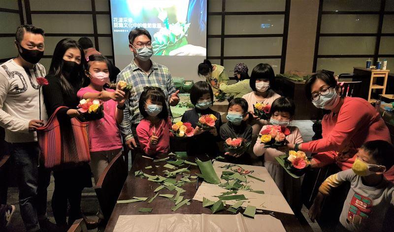 國美館「花漾采燈」親子活動透過分享及手作認識不同文化中的燈節意涵_(2)