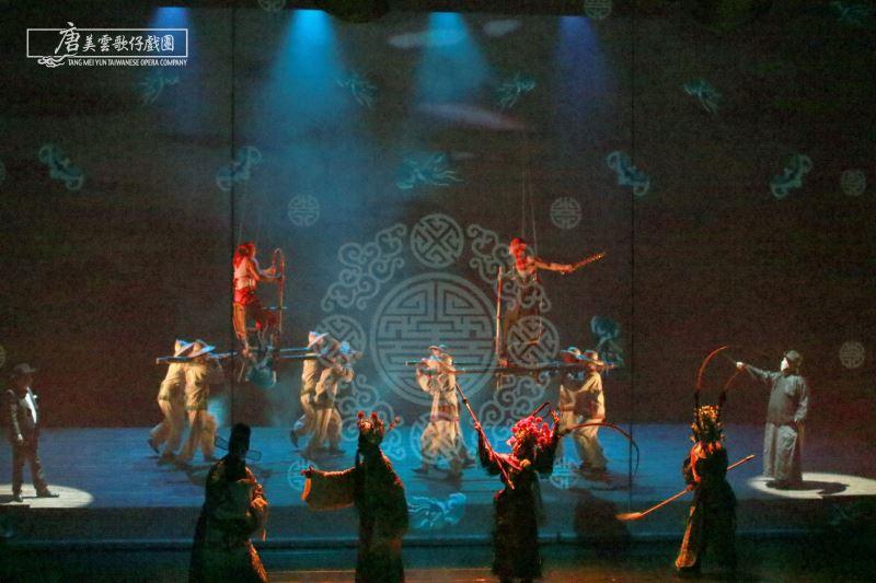 《月夜情愁》是由唐美雲歌仔戲團聯手高雄市國樂團,奪下了最佳團體演出獎。