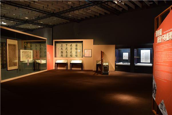 「清帝國統治下的臺灣」展區寬廣,採無隔牆的單一動線設計。
