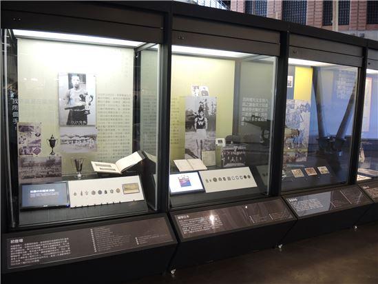 本次展覽展出大量張星賢的珍貴物件,多為張星賢先生子女所捐贈予臺史博,包括記錄張星賢一生的精彩照片、參賽無數獲得的獎章及紀念章等
