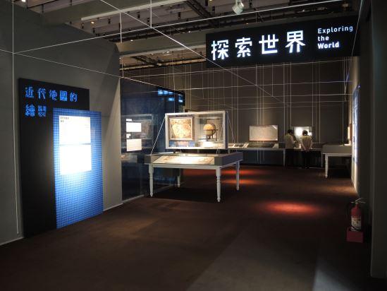 01.本檔展覽以「地圖」為媒介,除了呈現臺灣社會的變遷歷程,也探索當代地圖的如何傳達社會議題與關照。