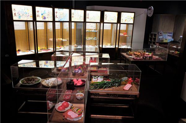 透過模型介紹生命禮俗與歲時祭儀中相關食物與禮俗