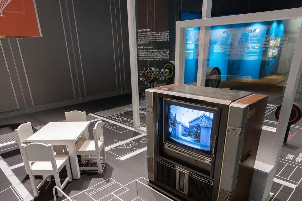 展場模擬三房兩廳的國宅格局及傢俱,讓觀眾體驗過去的生活空間。