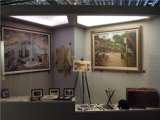 陳澄波的展示區,右邊的明亮設計象徵著他在繪畫上的成就,左邊昏暗的氛圍則是講述著他在二二八事件中犧牲的故事。