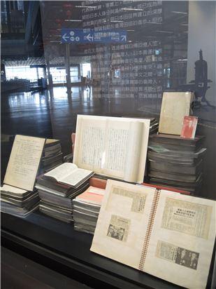 「戰前.戰後.臺灣人」單元展出由張星賢親自執筆的自傳手稿