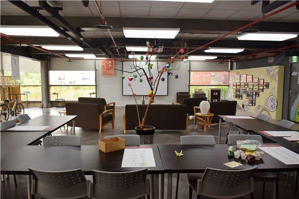 摺紙互動區與布置的安平壺樹