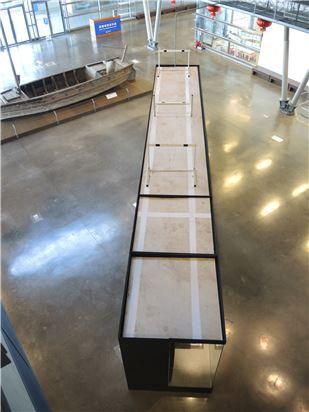 展櫃上方以張星賢第一次參加奧運項目-400公尺中欄概念為視覺焦點