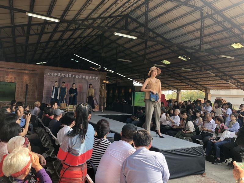 社區工藝走秀活動,由亞洲大學模特兒領銜表演