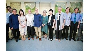 鄭麗君出席李賢文畫展 感謝藝術家對土地的愛