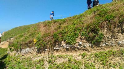 臨海崖邊的考古遺址_馬祖「亮島島尾考古遺址」獲指定為第十一處國定考古遺址
