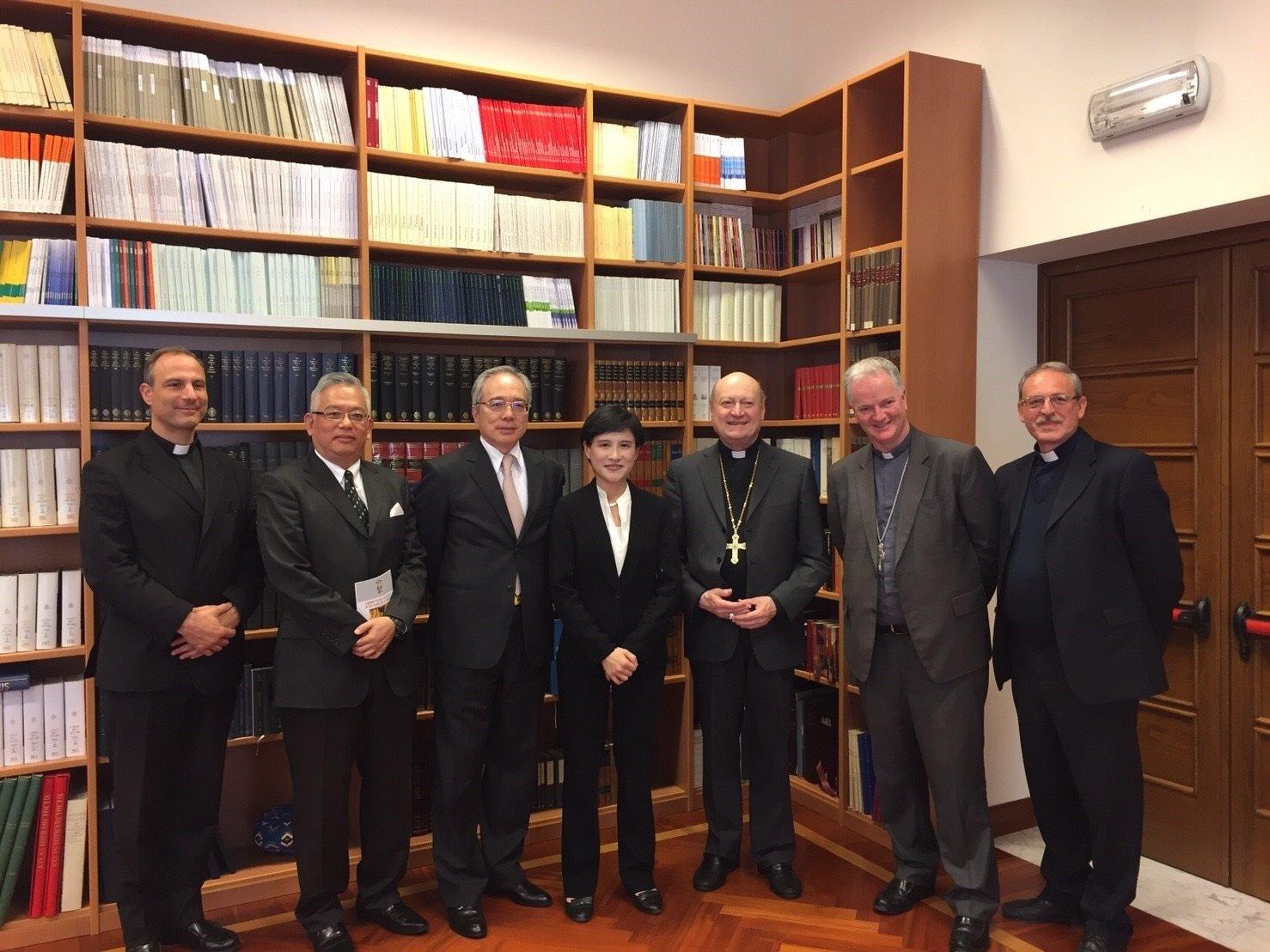 文化部長鄭麗君訪教廷 會晤教廷文化部部長並邀其訪臺