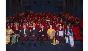 新南向從身邊做起  新住民文化志工介紹台灣獲獎 鄭麗君感謝文化服務大使  一起欣賞「再見瓦城」