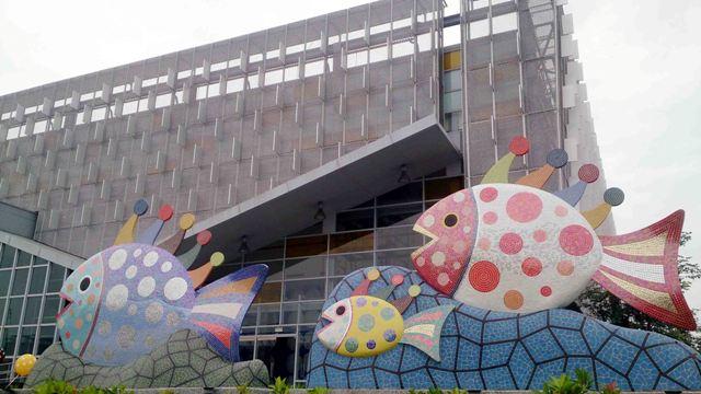 台湾・屏東に草間彌生さんの観賞魚アートが出現