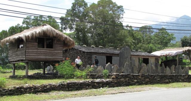 パイワン族及びルカイ族の石板屋集落