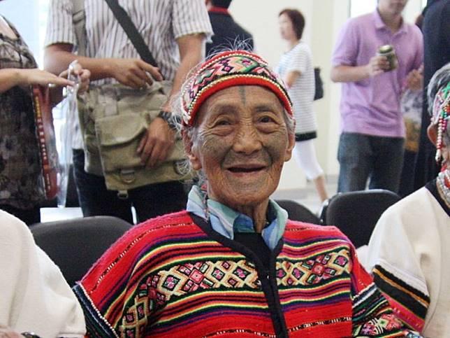 タイヤル族の「文面」国宝、柯菊蘭