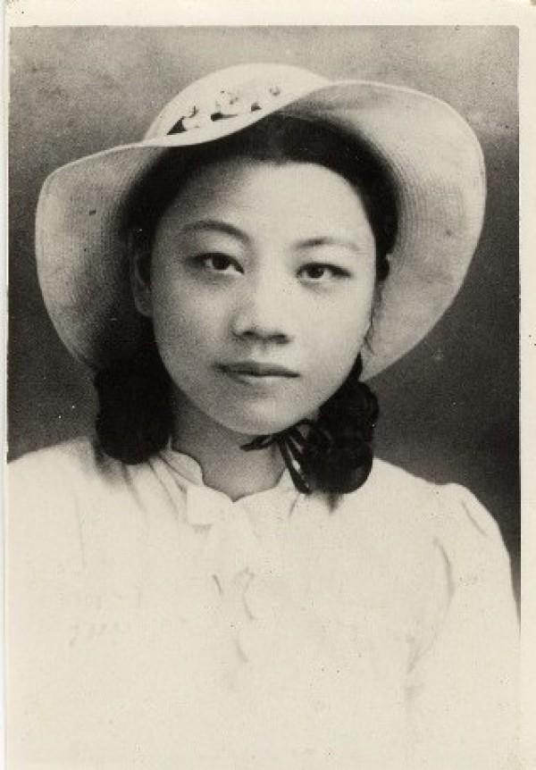 Poet | Chen Hsiu-hsi