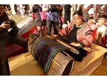 虹とトンボ-タイヤル族の服飾とパイワン族の琉璃珠の対話特別展