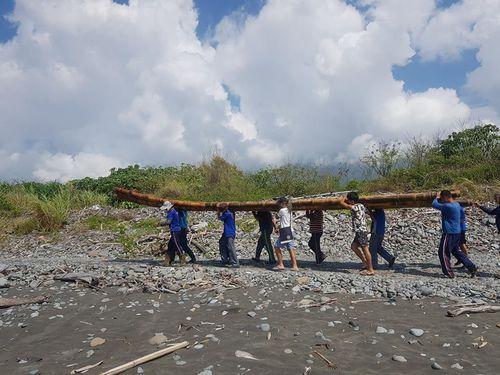 3万年前の航海再現 今度は改良版の竹いかだで=9日に台湾東部でテスト航海