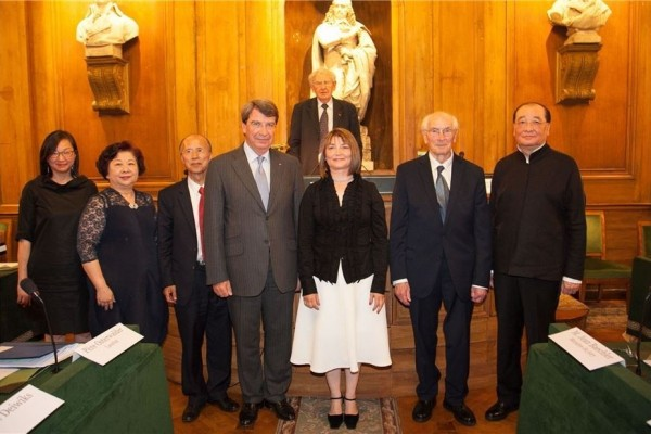 Minister Hung Meng-chi hosts awards ceremony in Paris