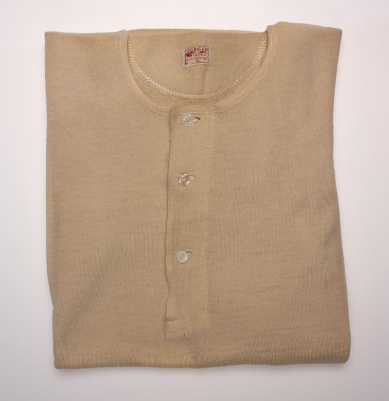 米色羊毛衫