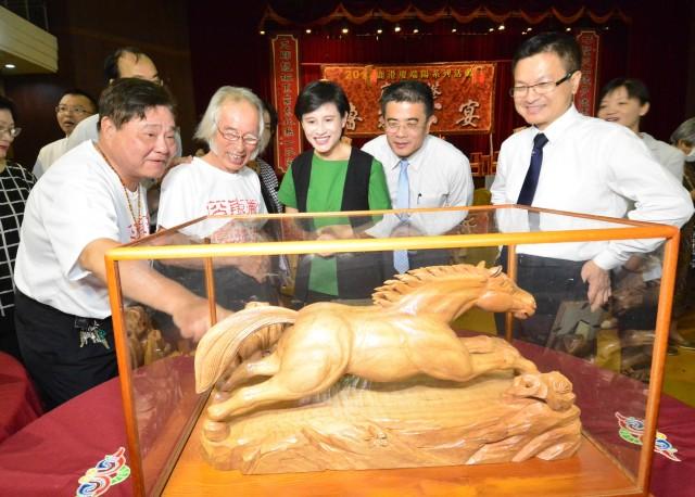 有名工芸家の作品が鹿港に集結 古代の工匠「魯班」の生誕日に