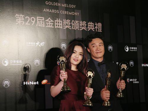 金曲奨 イーソン・チャンとララ・スーが中国語男性・女性歌手賞受賞