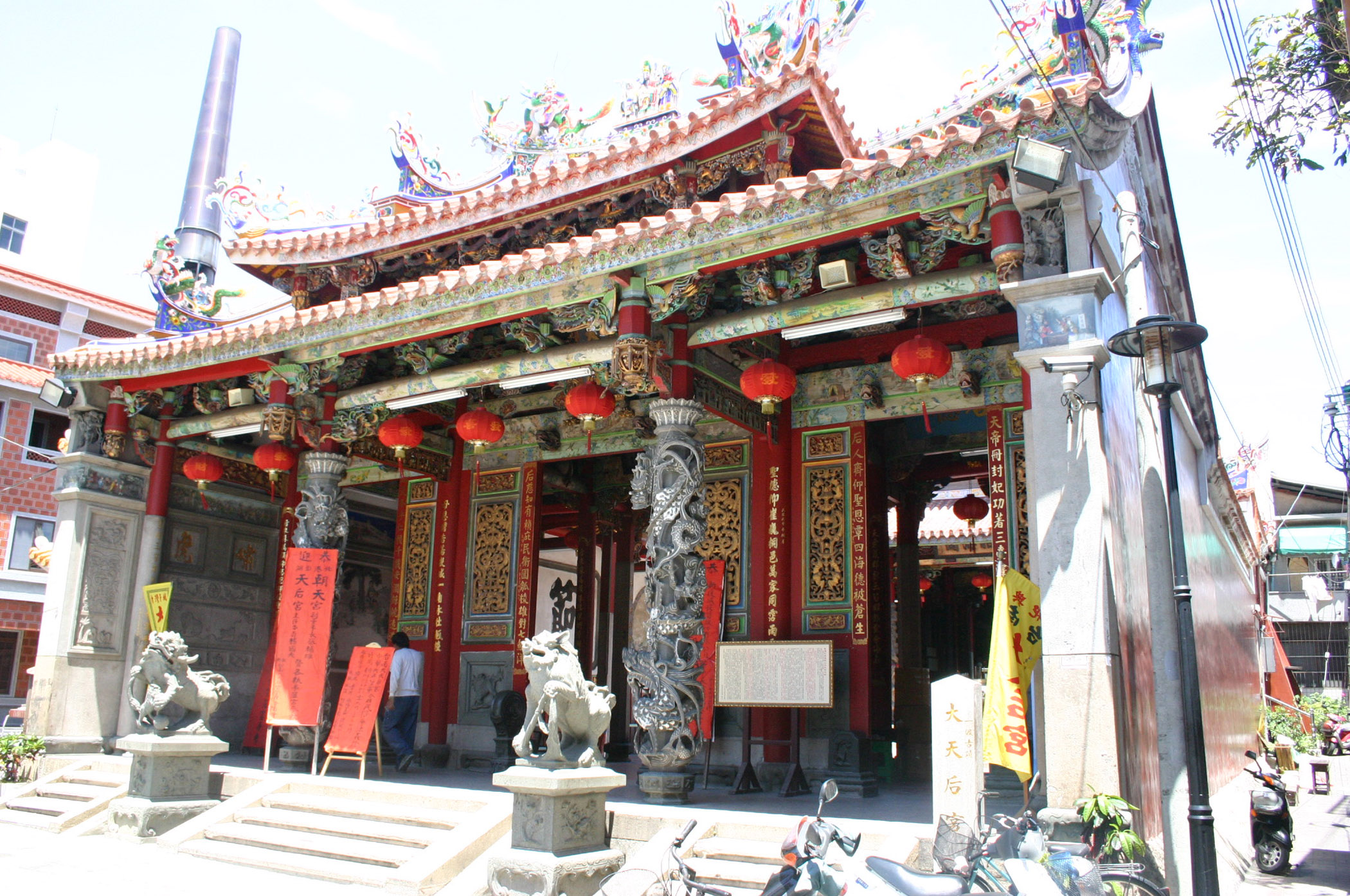 Air ionizers installed in Grand Matsu Temple in Tainan to protect murals from pollution